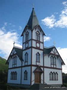 Iglesia de Husávík