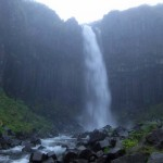 Svartifoss, la cascada negra... y lluviosa
